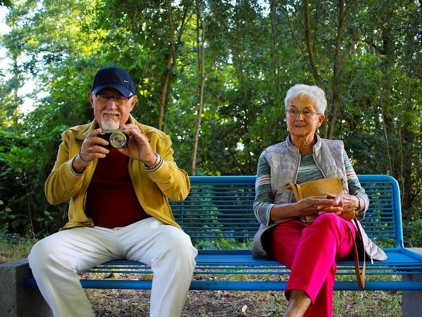 Seniorzy na ławce