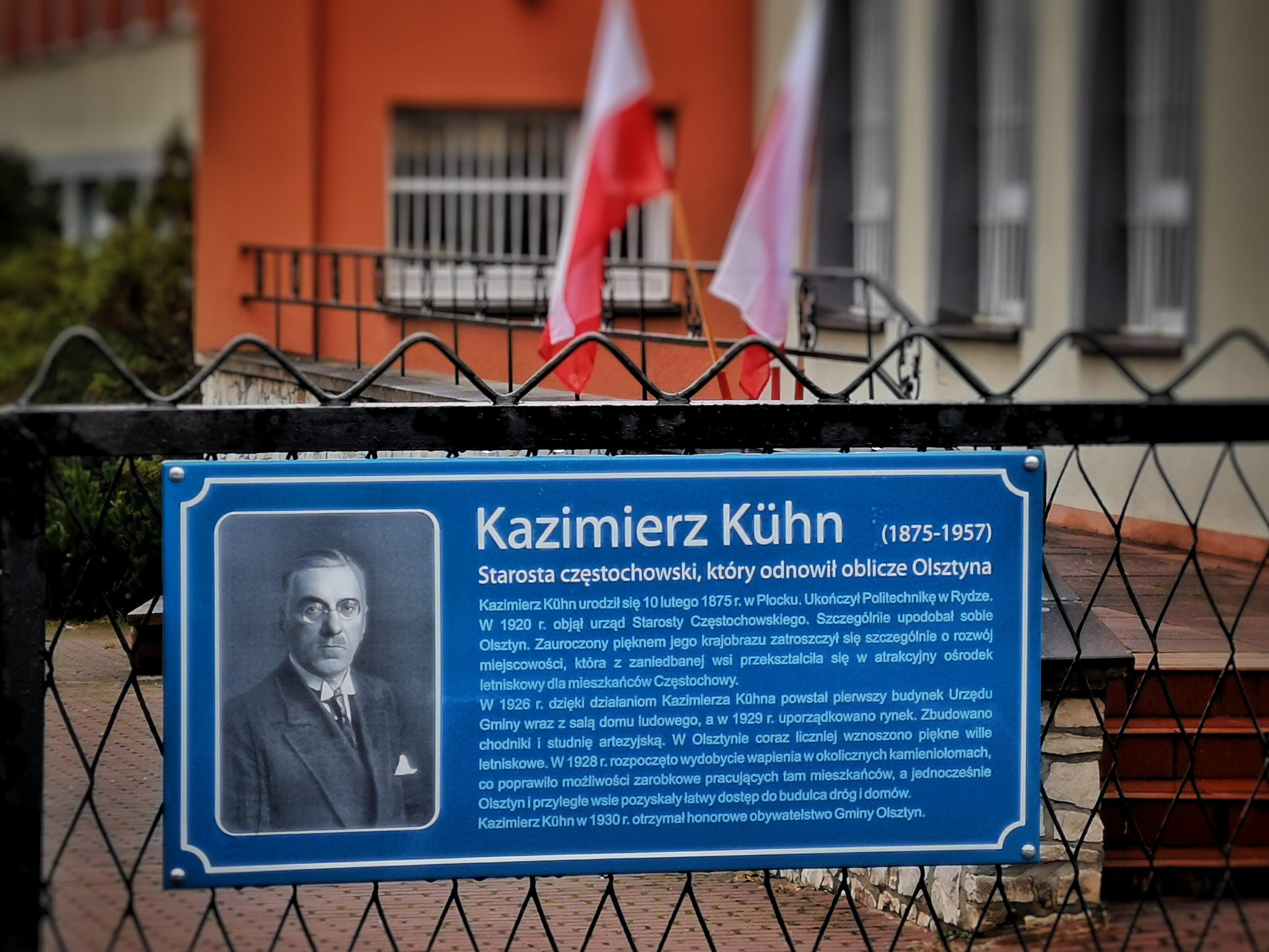 tablica z Kazimierzem Kuhnem