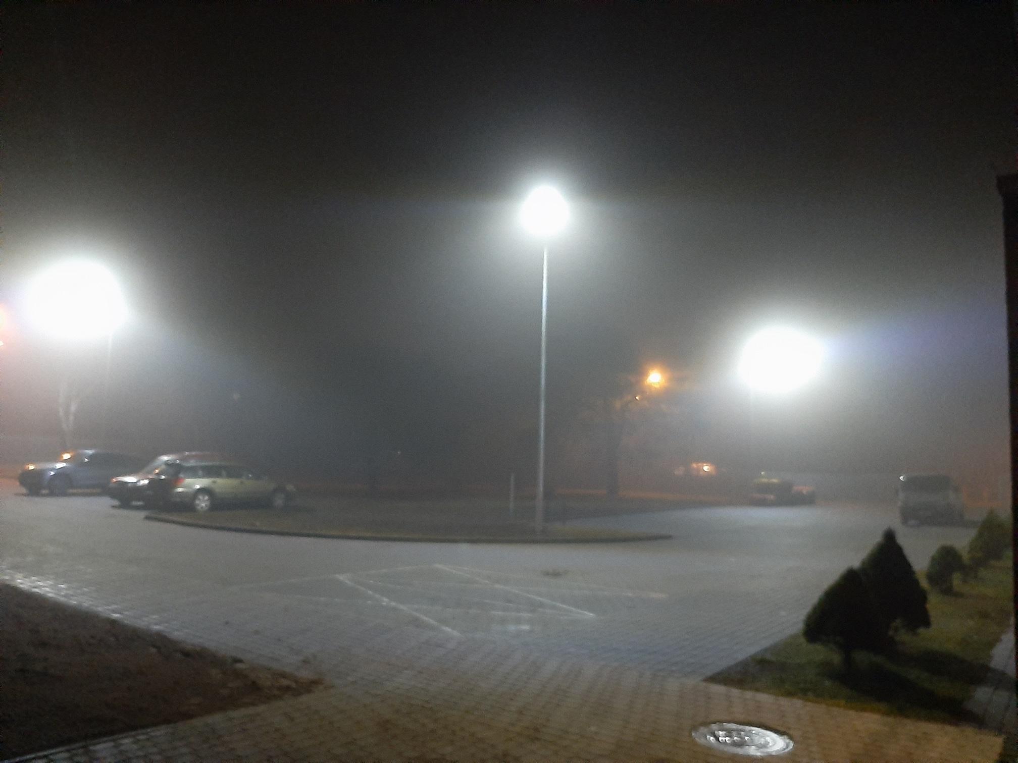 opray LED na parkingu